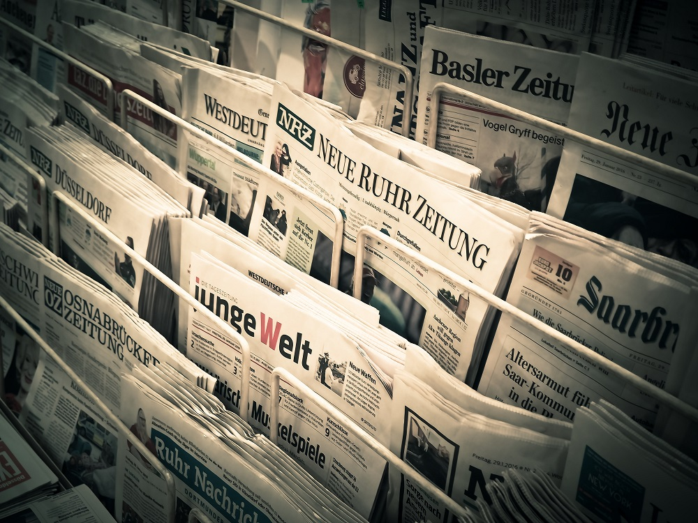 Zeitungen mit Zeitungsartikeln