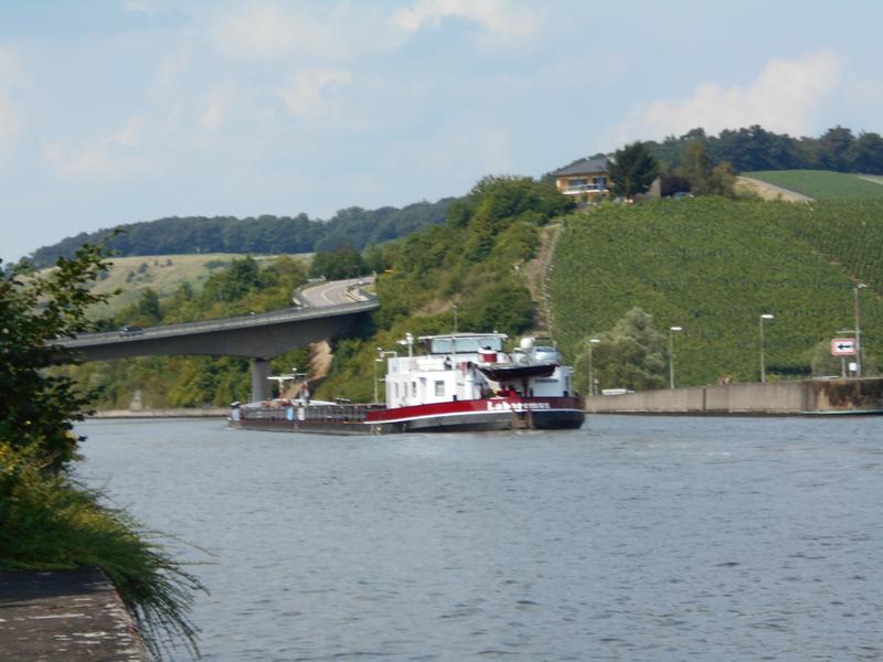 Schiff auf der Saar in Biebelhausen