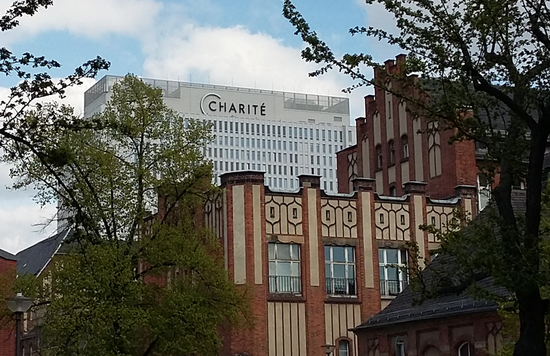 Charité Berlin - Blick auf das Bettenhaus