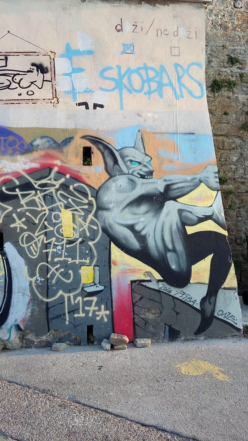 Slowenien - Graffiti Teufel am letzten Ende der Promenade in Piran