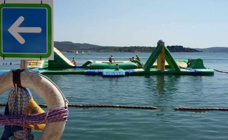 Slownien - Hüpfburg im Schwimmbad Laguna Bernardin in Portoroz