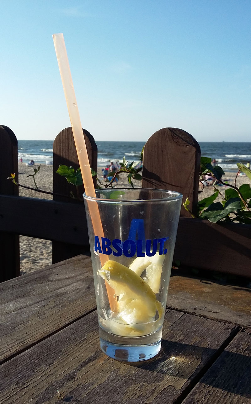 Swinemuende Ostseestarnd - Leeres Glas in der Strandbar