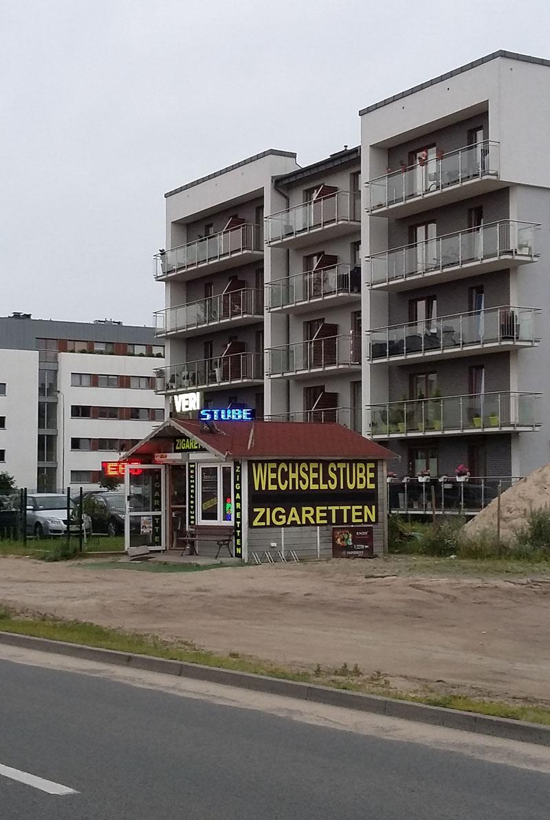 Wechselstube und Zigarettenladen neben McDonald's in Swinemünde