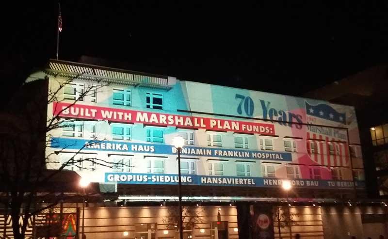 """Lichterfest in Berlin - amerikanische Botschaft - """"70 Jahre Marshall Plan"""""""