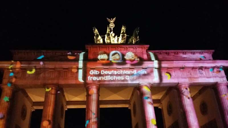 "Lichterfest in Berlin am Brandenburger Tor - Gesichter des SAMSUNG ""Land of Emojis"""