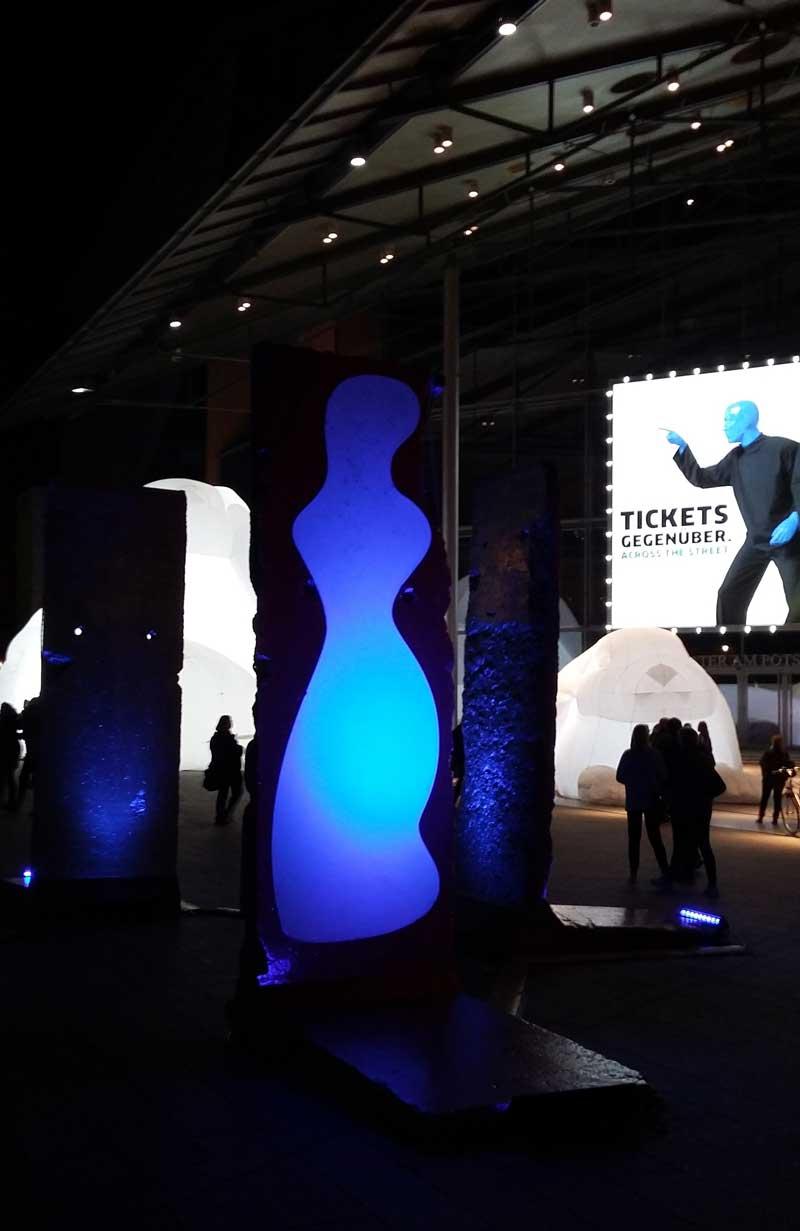 Lichterfest in Berlin - Installation MONOLITHS von Malte Kebbel auf dem Marlene-Dietrich-Platz