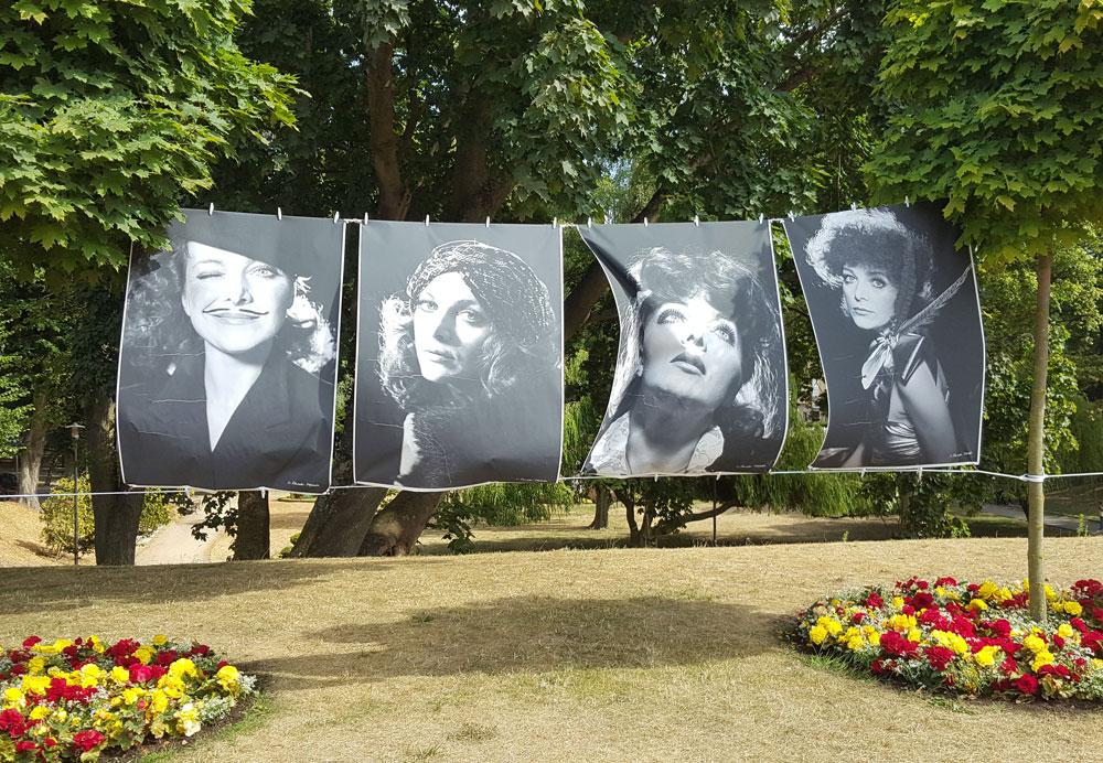 Transparente zur Ehrung der 2012 verstorbenen polnischen Sängerin Irena Jarocka