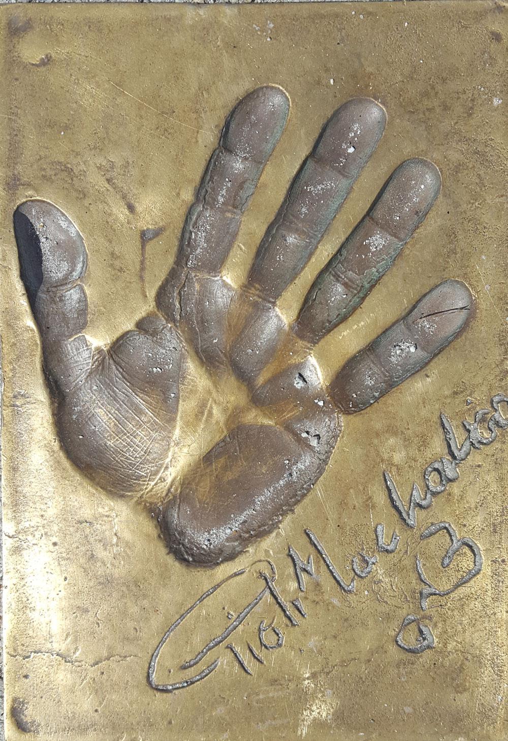 Handabdruck des polnischen Schauspielers Piotr Machalica auf dem Walk of Fame in Misdroy