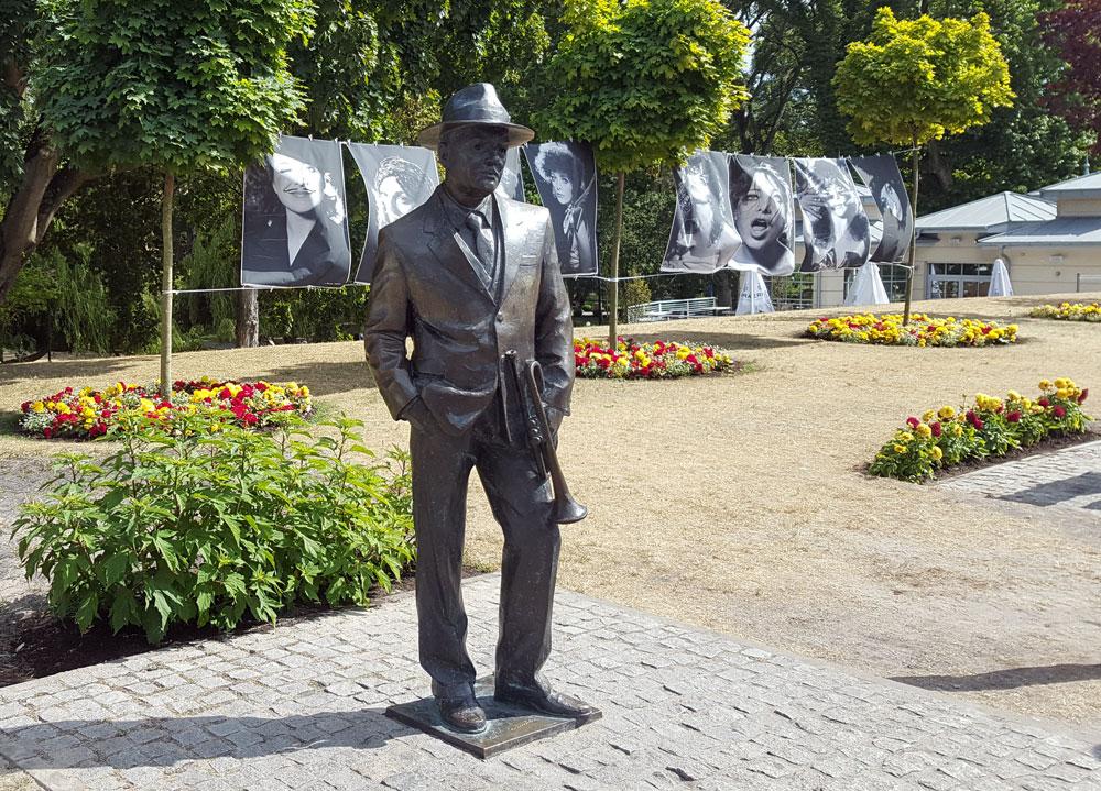 Statue des polnischen Schauspielers und Regisseurs Jan Machulski