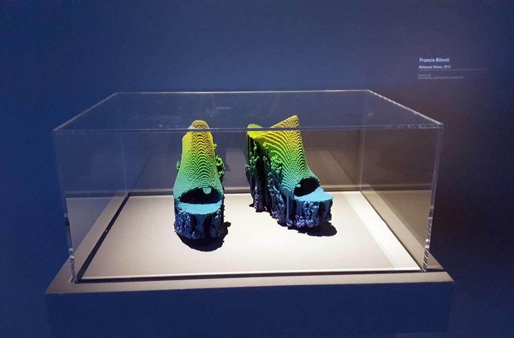 Holo-Schuhe im Centre Pompidu - 3D Druck von Francis Bitonti