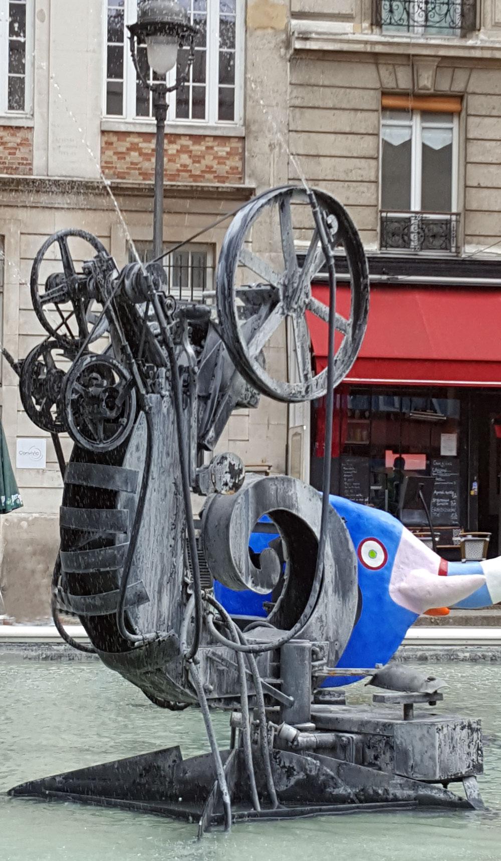 Skulptur im Strawinski-Brunnen vor dem Centre Pompidu