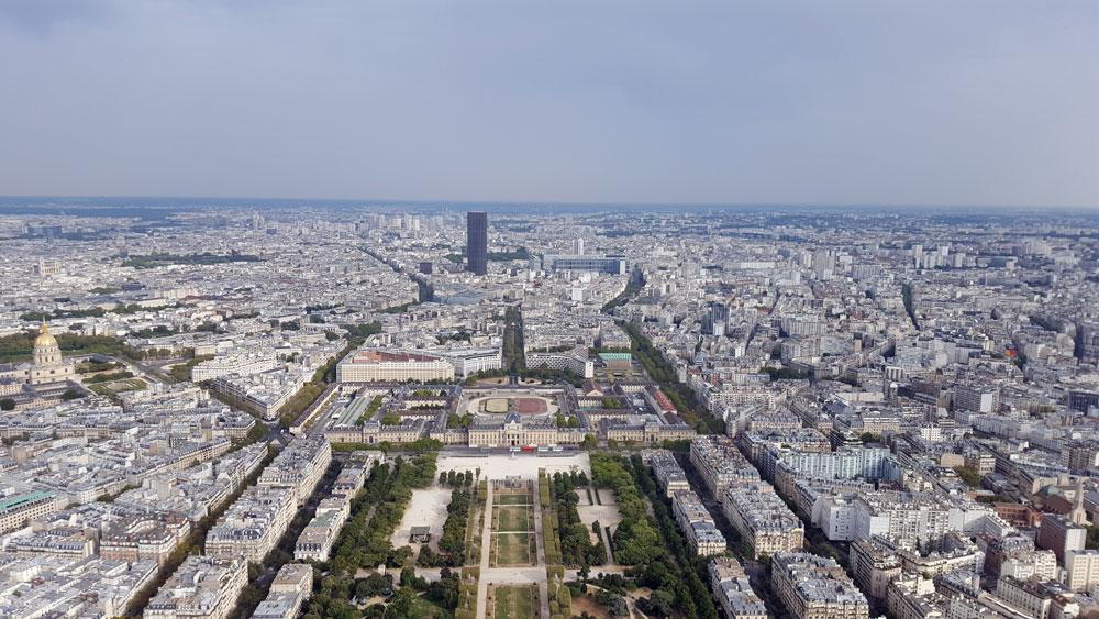 Ausblick aus der 3. Etage des Eiffelturms auf Trocadero