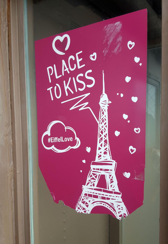 Eine Ecke zum Küssen auf der 3. Etage des Eiffelturms