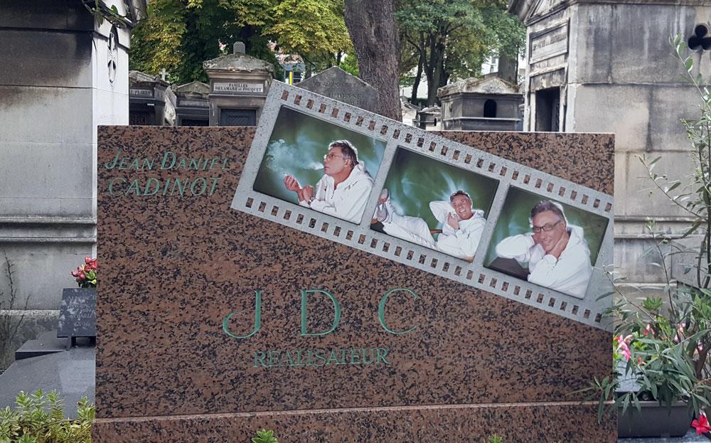 Friedhof Montmartre im Quartier des Grandes-Carrières - Grab des französischen Regisseurs Jean Daniel Cadinot