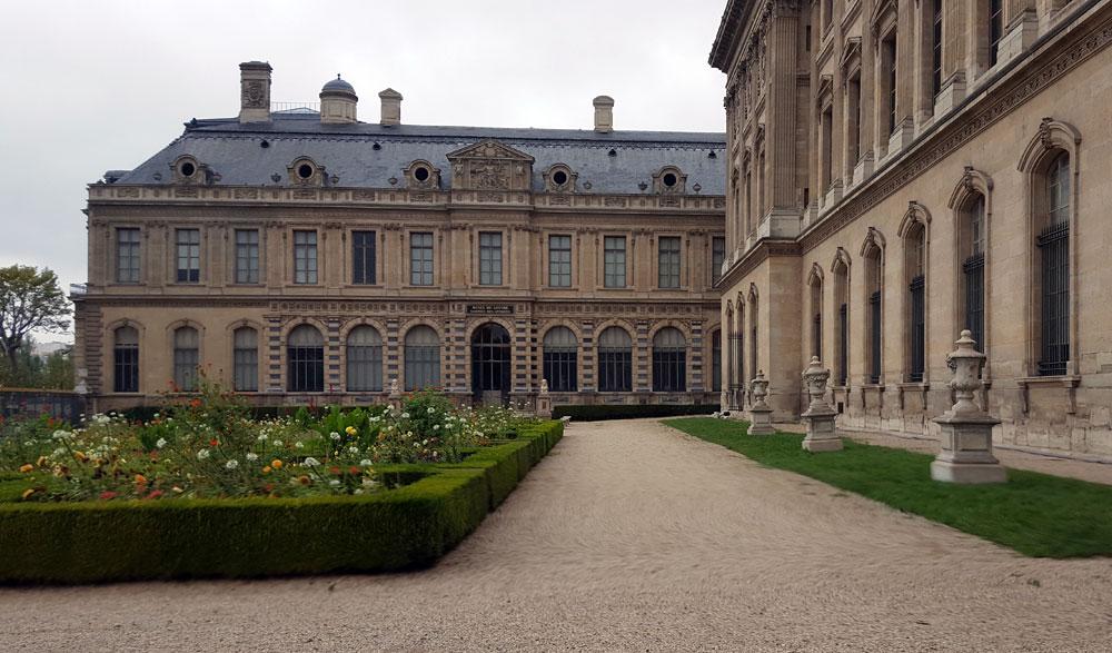 Eingang zum Louvre am Quai François Mitterrand