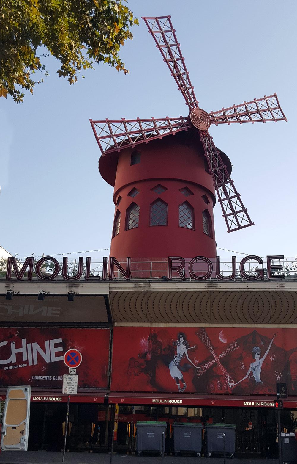 Das Varieté Moulin Rouge am Boulevard de Clichy in Montmartre