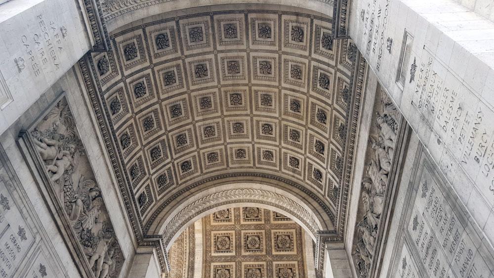 Arc de Triomphe de l'Étoile im Quartier des Ternes in Paris