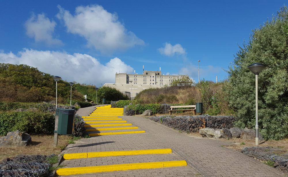 Gelbe Treppe zum Centerpark Strandhotel Zandvoort