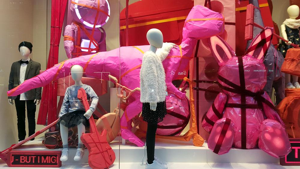Schaufenster der Modekette H&M in der Mönckebergstraße