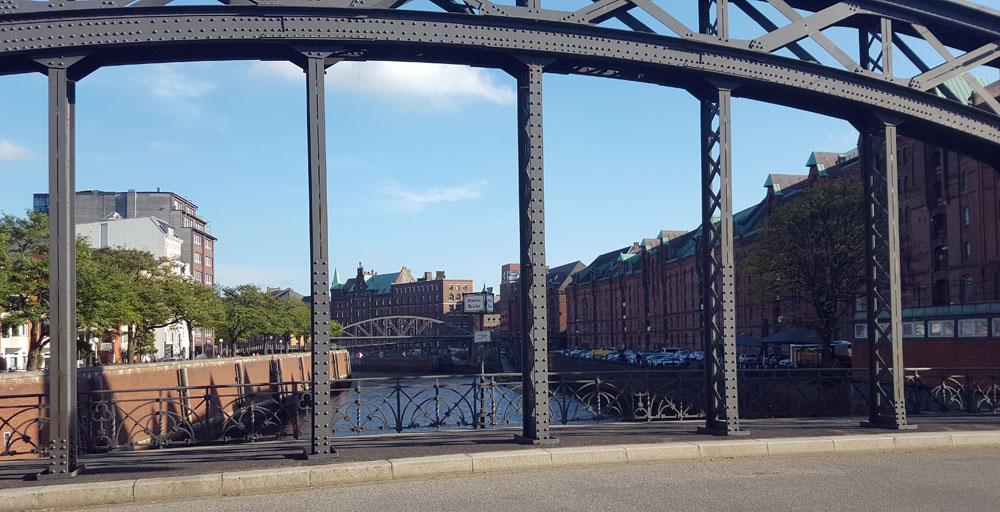 Blick von der Brooksbrücke auf die Hamburger Speicherstadt
