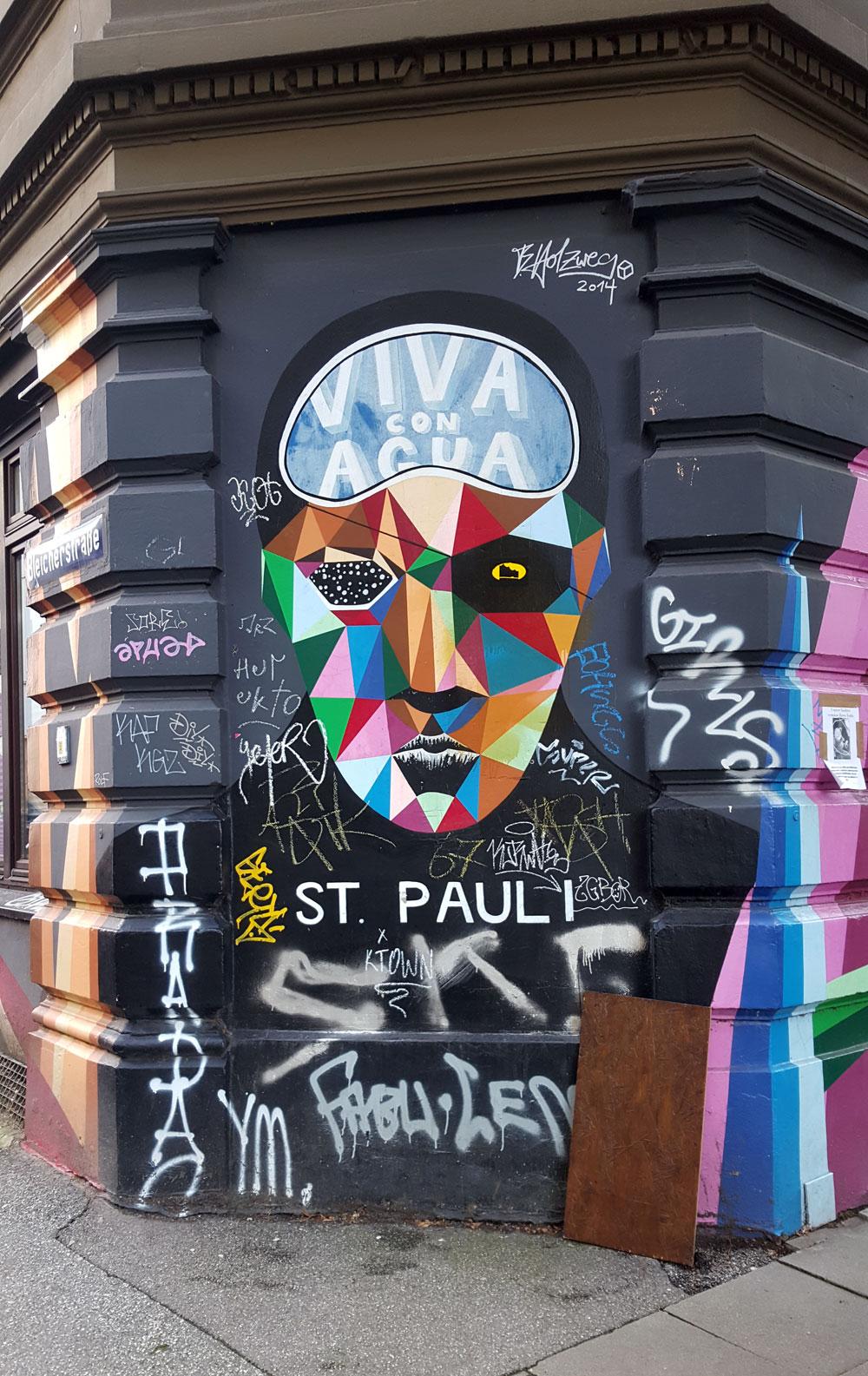 """Graffiti """"Viva con Agua Sankt Pauli """" - ein gemeinnütziger Verein, der sich weltweit für sauberes Trinkwasser einsetzt,"""