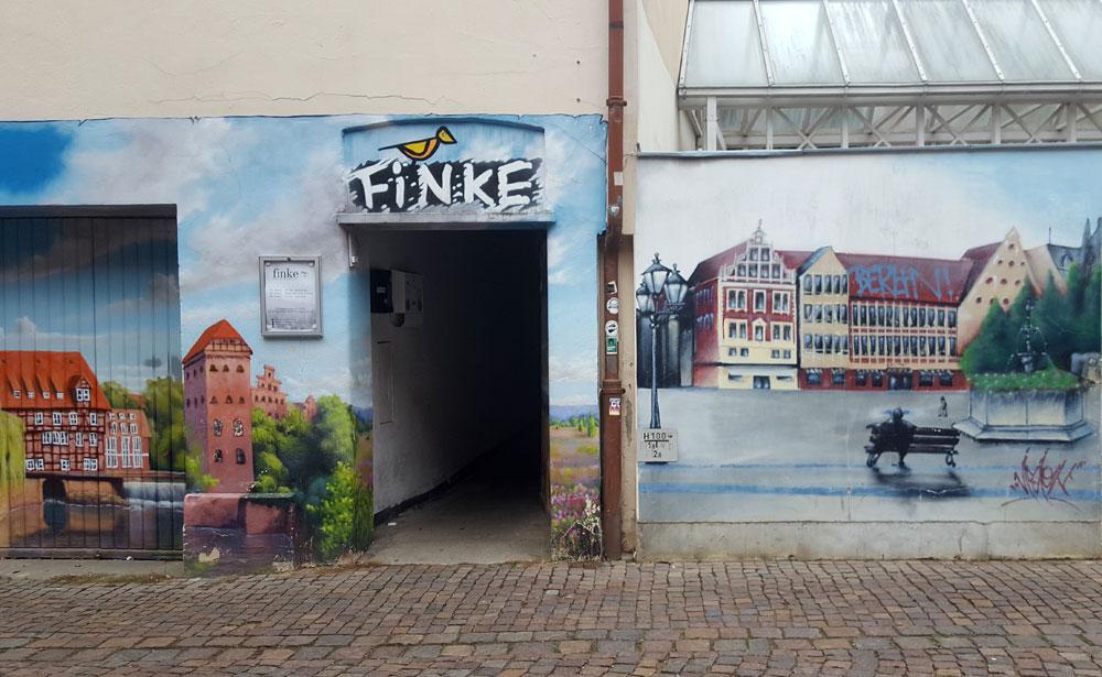 Gemalte Lüneburg-Skyline auf einer Hauswand