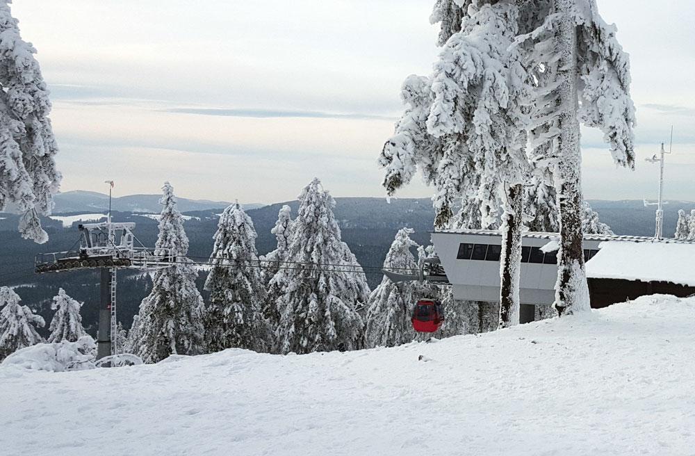 Blick von der Bergstation auf die Wurmbergseilbahn