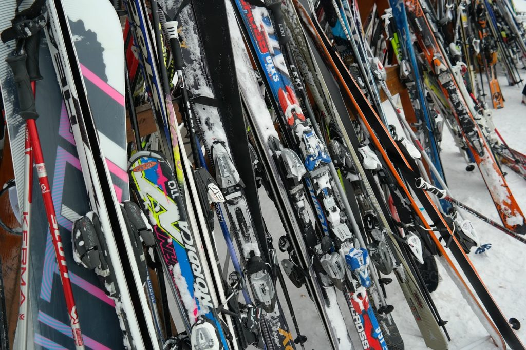 bunte Skier