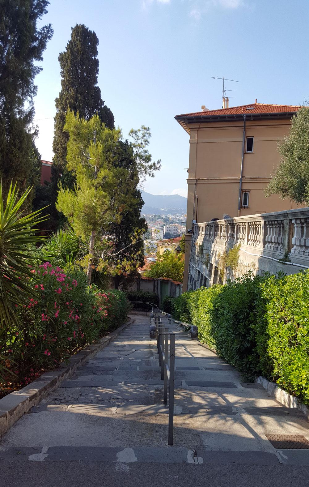 Aufstieg auf den Colline du Château in Nizza