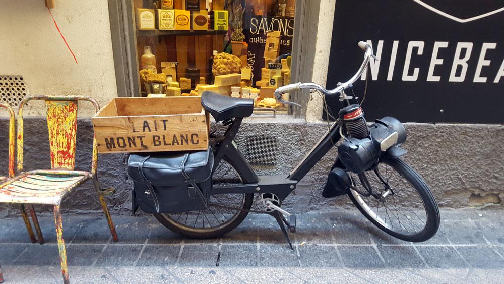 Solex vor dem Seifenladen NICEBEAR in der Altstadt von Nizza