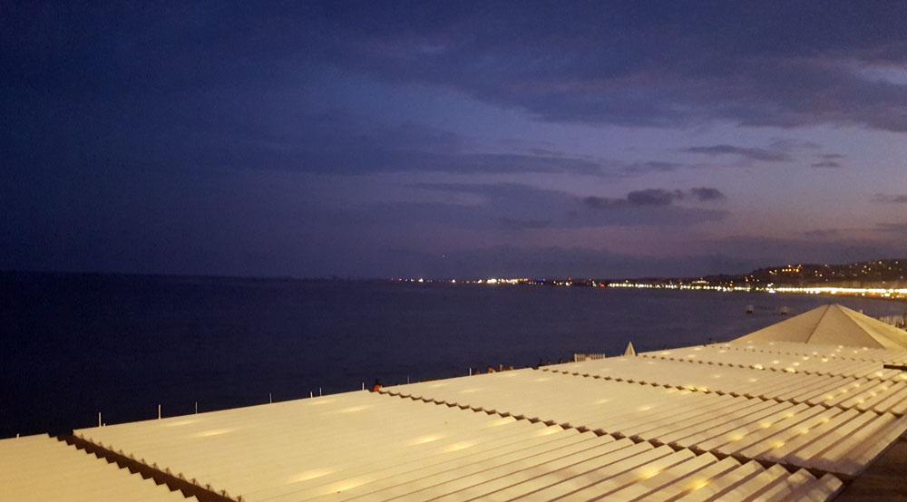 Sonnenuntergang am Strand von Nizza