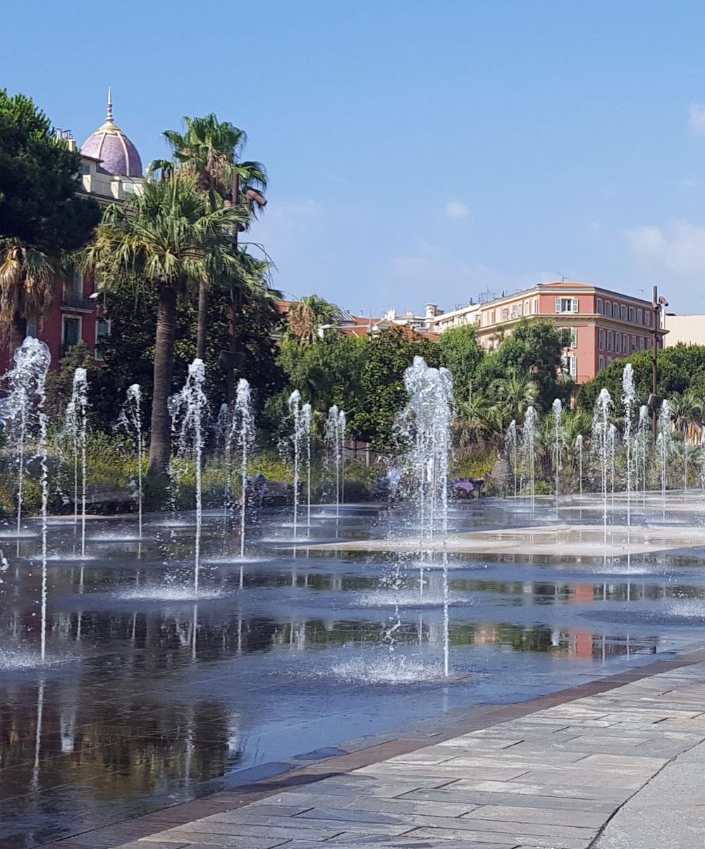 """Wasserspiel in der Parkanlage """"Promenade du Paillon"""""""
