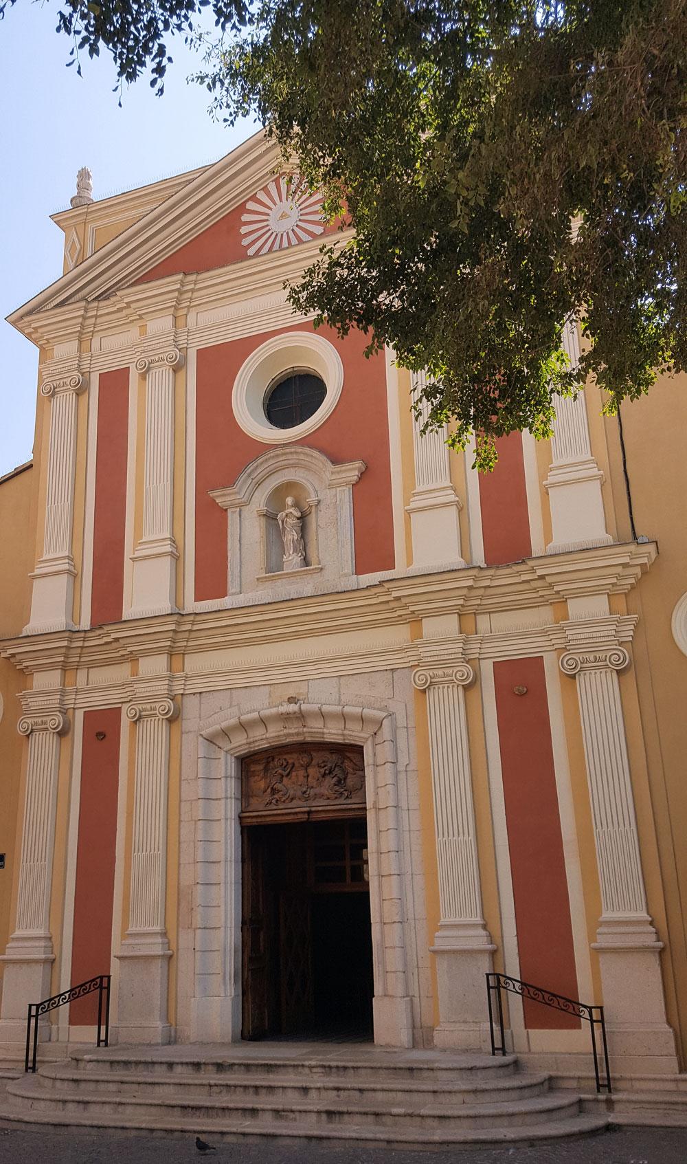 Das Picasso-Museum liegt direkt neben der Kathedrale