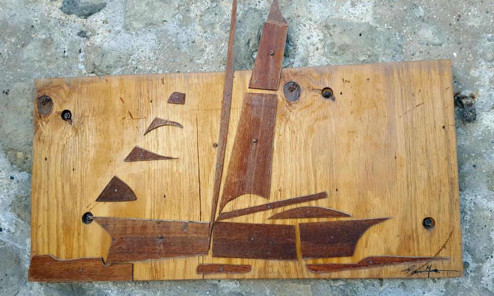 Segelschiff - Holz -Bild im Festungsmauerbogen