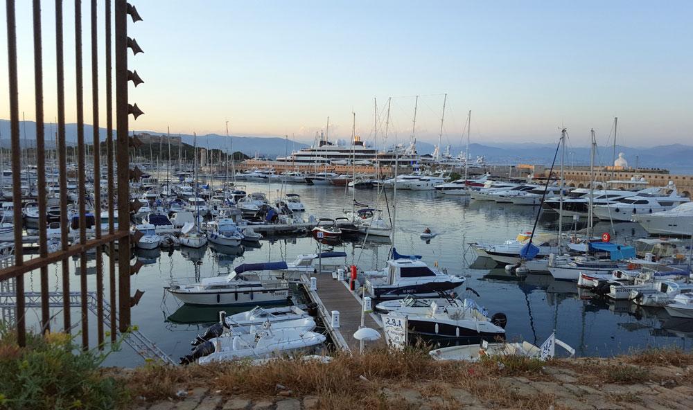 Port Vauban - Blick auf die Yachten