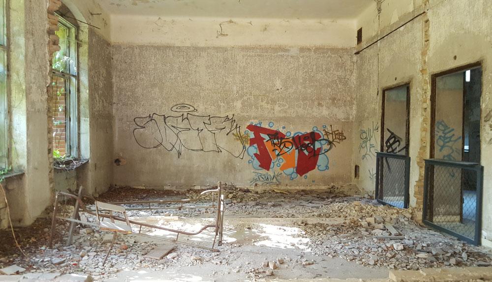 Zwei ehemalige Krankenzimmer mit abgetragener Zwischenwand
