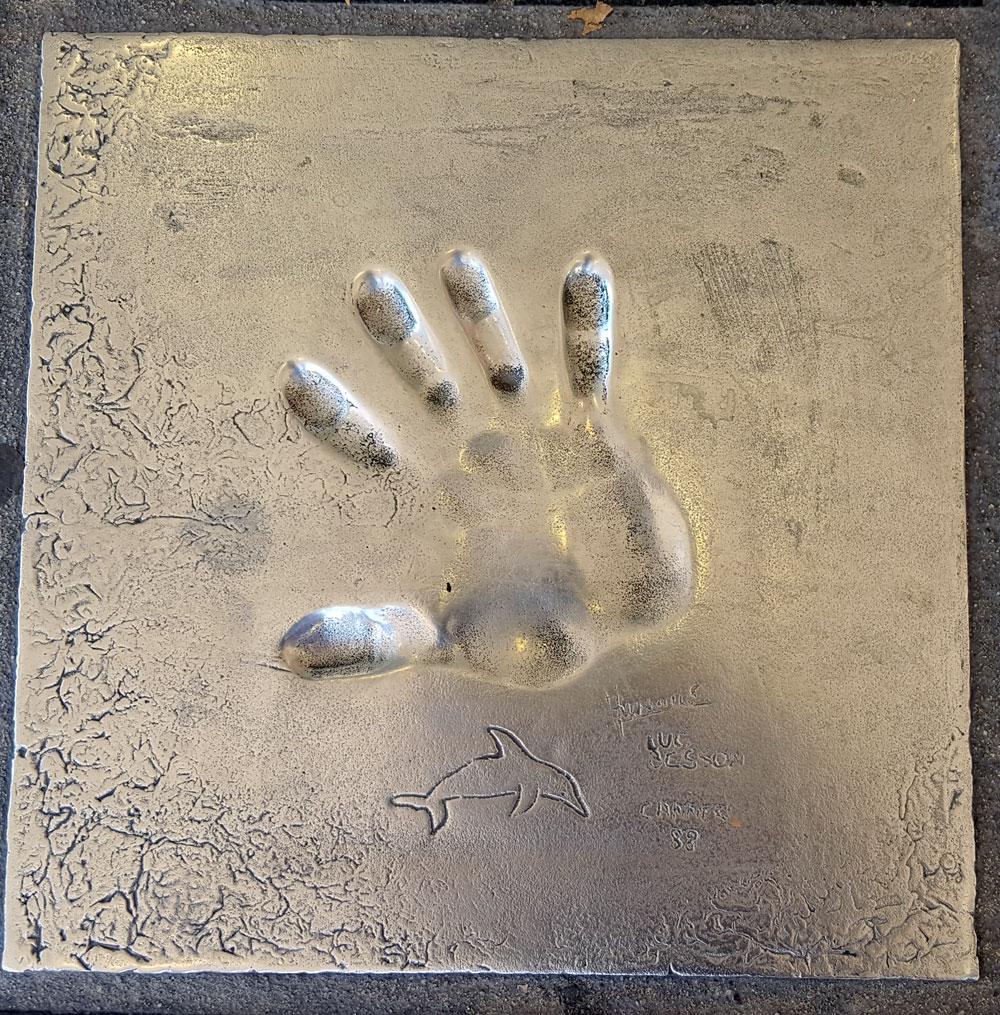 """Handabdruck von <a href=""""https://de.wikipedia.org/wiki/Luc_Besson"""" target=""""_blank"""" rel=""""noopener"""">Luc Besson</a> - ein französischer Filmregisseur, Filmproduzent und Autor, geboren am 18. März 1959"""