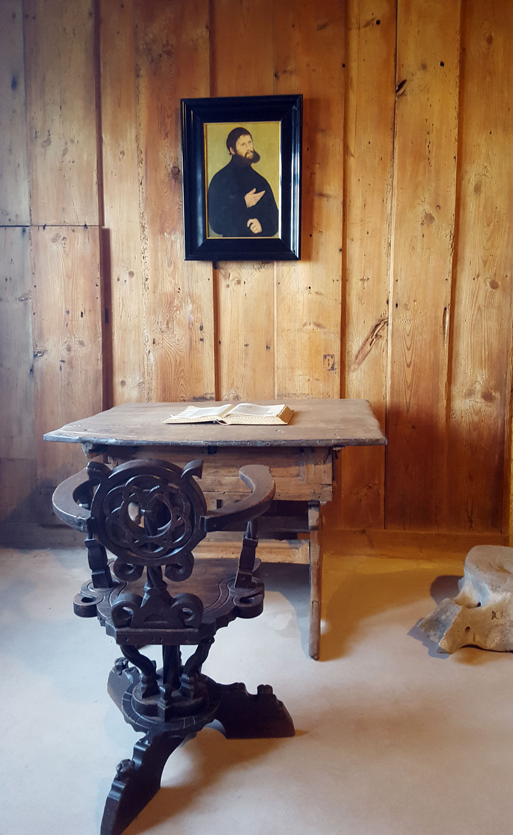 Stuhl und Schreibtisch Martin Luthers in der Lutherstube