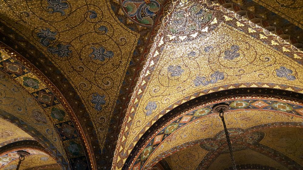 Goldenes Mosaik an der Decke der Elisabethkemenate