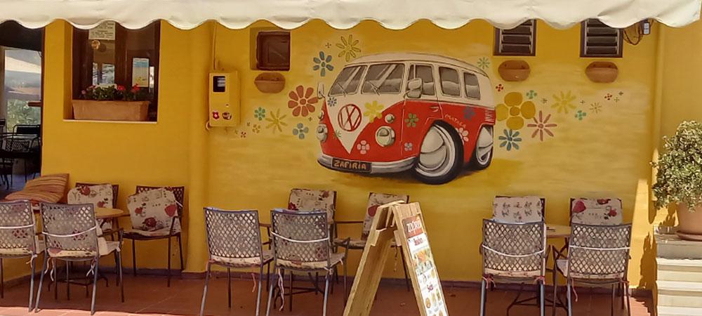 "Wandmalerie ""Hippie-VW-Bus"" an einem Cafe in Matala (Kreta)"