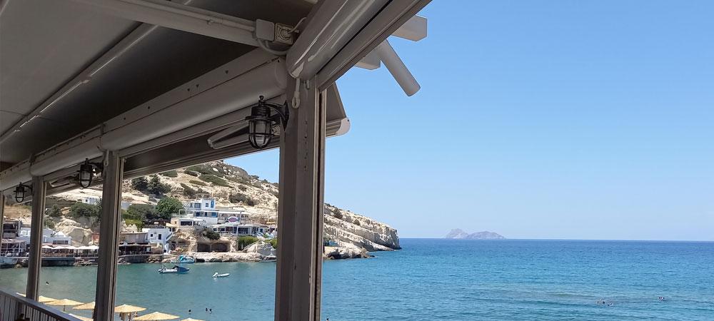 Ausblick auf Meer und den Strand von Matala (Kreta)