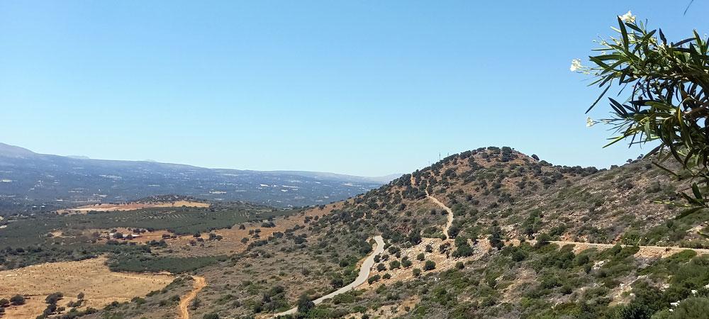 Ausblick von der Terrasse des Cafes an der Melidoni Höhle auf Kreta
