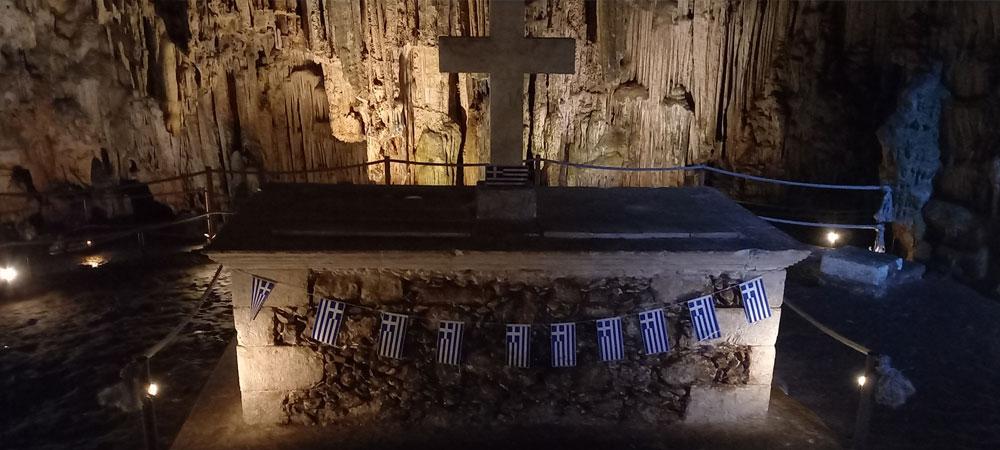 Altar in der Haupthöhle der Melidoni Cave auf Kreta