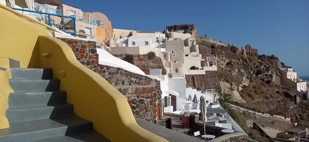 Treppe zum Erdhaus der Villa Ariadni, in Oia