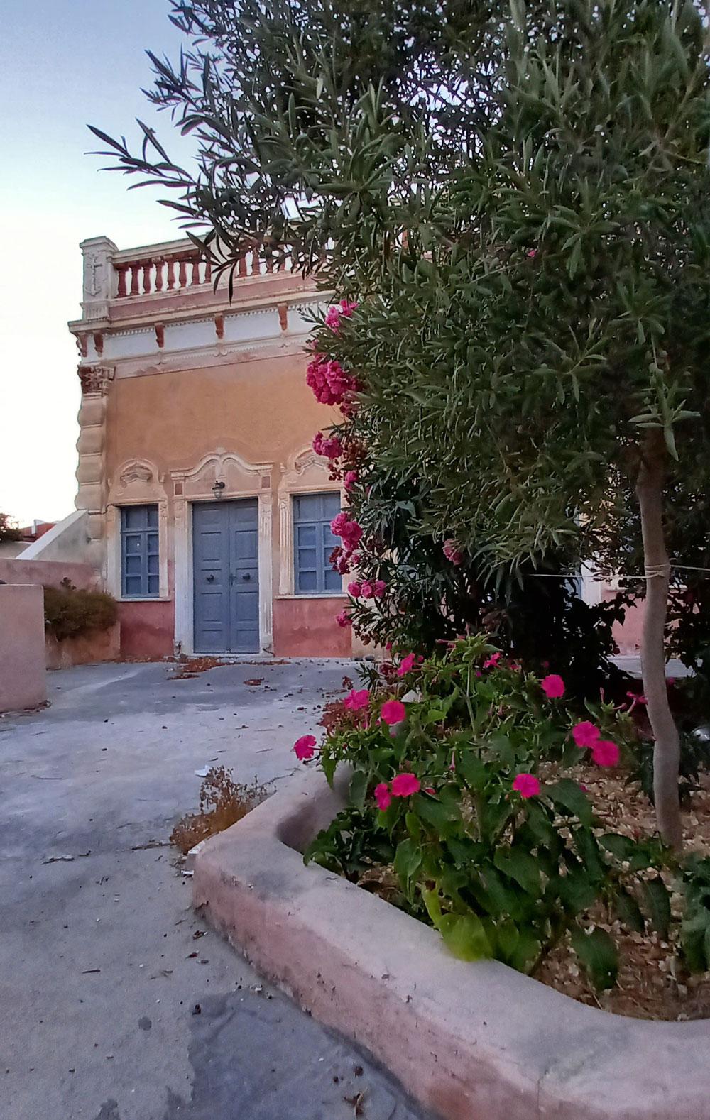 Schöne alte Villa in einer Seitengasse von Oia