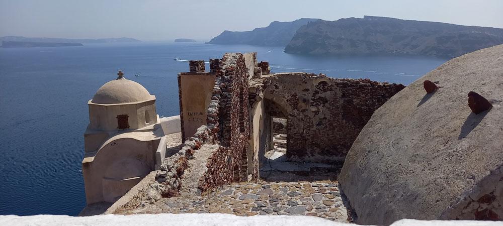 Ruine des venezianischen Kastells Argyri in Oia