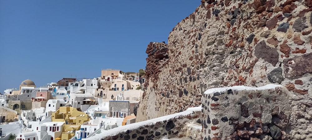 Aussicht von der Ruine des Kastells Argyri in Oia