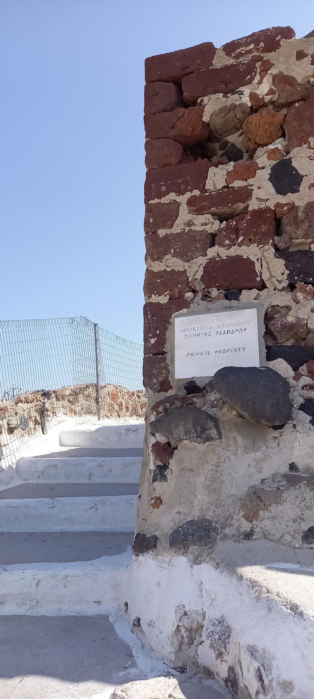 Treppenaufstieg zur Burgruine von Oia