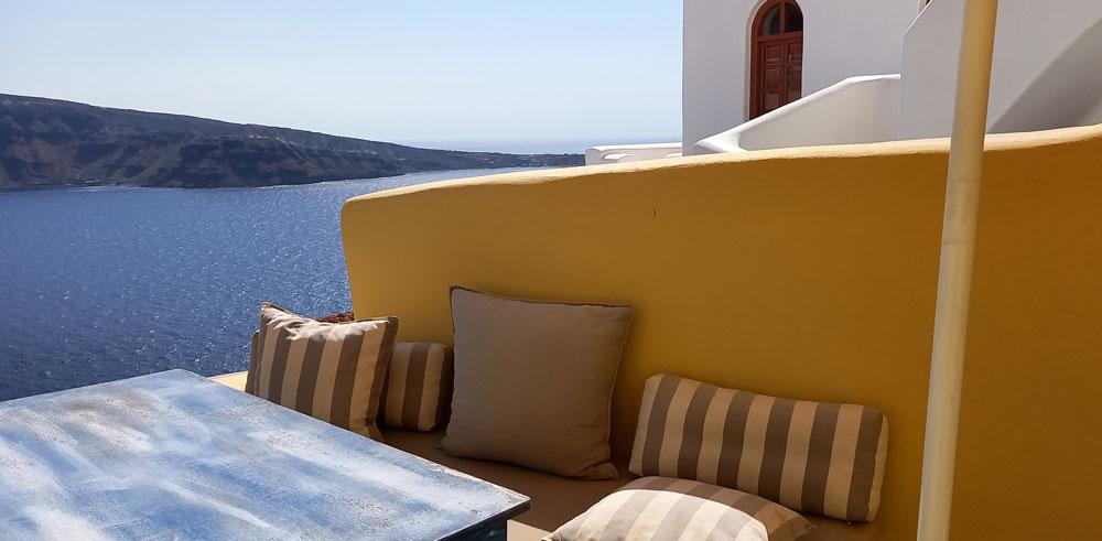 Blick von der unteren Terrasse der Villa Ariadni in Oia