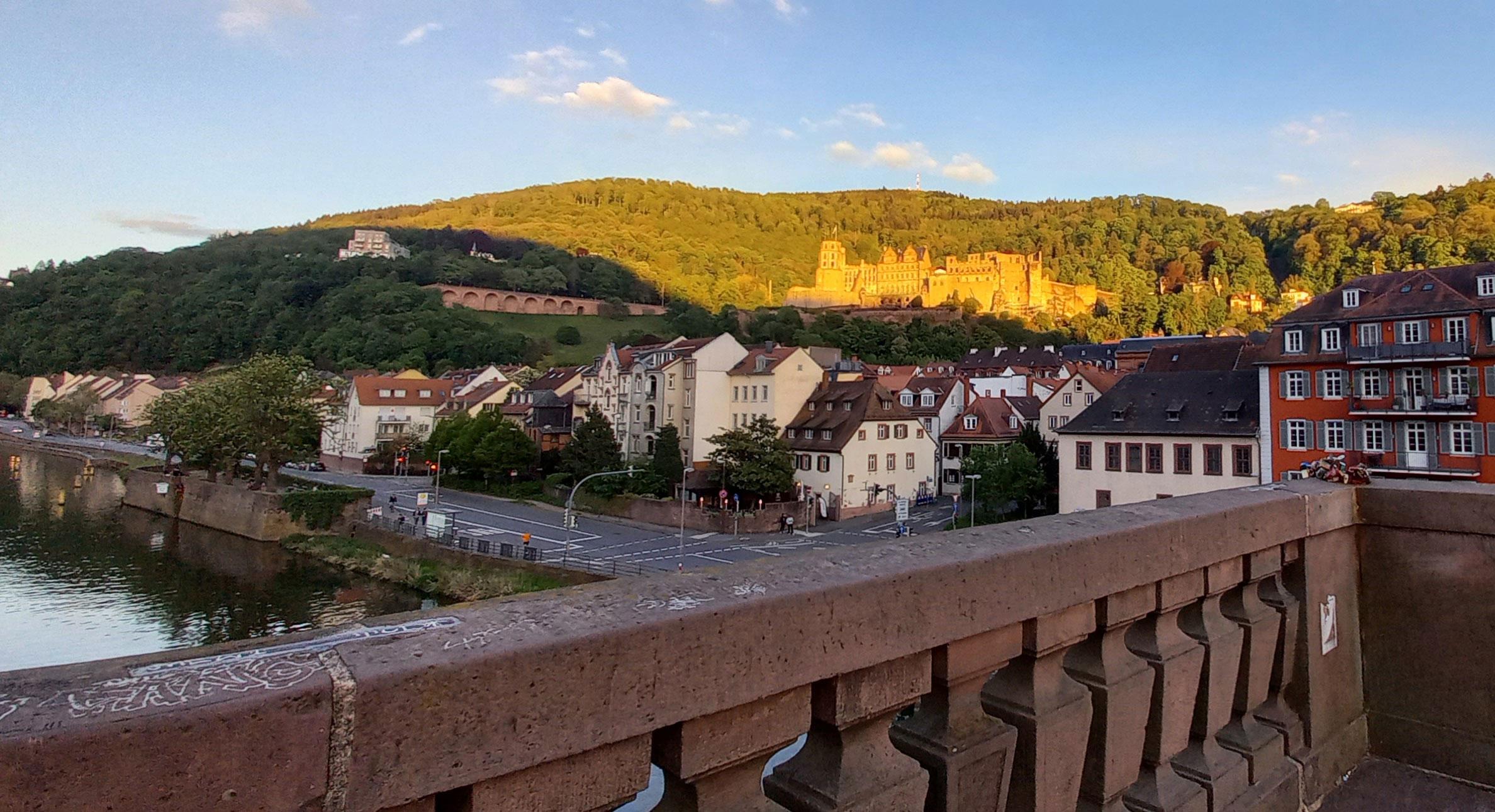 Blick von der alten Brücke auf die Altstadt und das Schloss